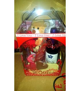 Caja regalo 7: embutidos, lomo, queso, paté, encurtidos, chocolate y aceite