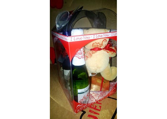 Caja regalo 2-embutidos, vino, chocolate, encurtidos, paté