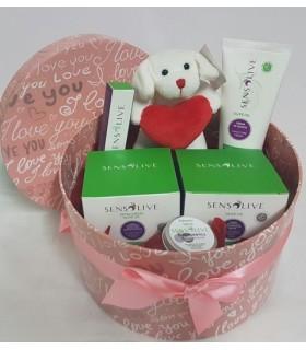 Caja San Valentin 4: Chocolates, paté, vino, licor, embutidos